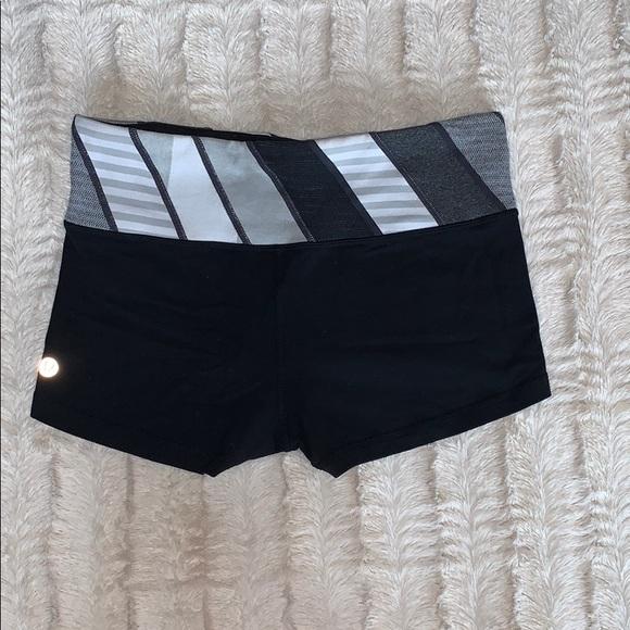 Lululemon Boogie shorts size 6